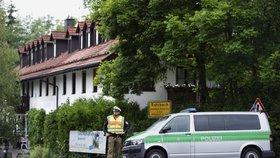 Němci v internetových diskuzích hrozili uprchlíkům. Do bytu jim vtrhla policie
