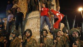 Turečtí vojáci v Řecku se bojí popravy. Vydáme je rychle, ujistil Tsipras