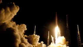 Raketa Dragon odstartovala: Veze stroj na detekci života ve Sluneční soustavě