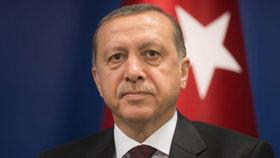 """Erdogan chce být """"shovívavý"""": Stahuje žaloby podané kvůli urážkám jeho osoby"""