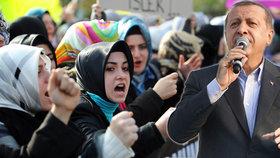 Strach a nejistota v Turecku: Chce Erdogan islamizovat zemi?