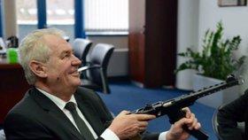 Šéf bezpečnostního výboru: Češi, noste zbraně a trénujte. Experti jsou ostře proti