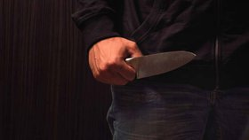 Pokus o vraždu u metra Roztyly! Pobodal mladíky (23 a 24) a zdrhl, útočníka chytla zásahovka