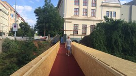 Dejvice a Letnou propojil červený koberec: K sousedům se projdete jako celebrita