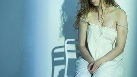 Domácí násilí chce potlačit výuka dětí už od školy. Ubýt má i znásilňování