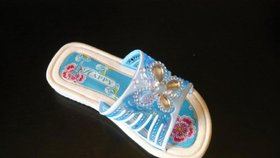 Pozor na karcinogenní boty pro děti. Sedm z osmi sandálů obsahuje toxické látky