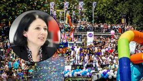 Na podporu gayů plula Amsterodamem i Jourová. Komise měla vlastní loď