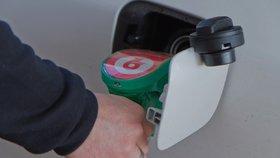"""Benzinový upír! Ve škodovce provrtal nádrž a """"vysál"""" ji do poslední kapky"""