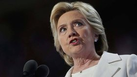 Skončí Clintonová před soudem? Rodiče Američanů zabitých v Libyi podali žaloby