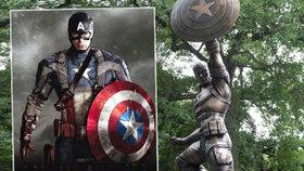 Kapitán Amerika z bronzu: V New Yorku odhalili nadživotní sochu komiksové postavičky