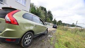 Parkování na městské zeleni je zakázáno: Praha 3 se potýká s neukázněnými řidiči