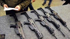Export zbraní z Česka se snížil, ale… Jde o to, že obchody se vyřizují déle