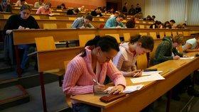 Vysoké školy chtějí devět miliard navíc. A rektor Bek zmínil školné nebo zápisné