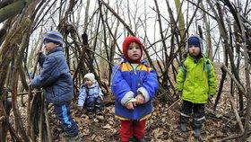 Lesní školky poprvé slaví svůj mezinárodní den. A stěžují si, že musí dětem dávat svačiny
