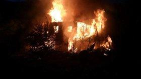 Chatu na Berounsku někdo zapálil, způsobil tak milionovou škodu