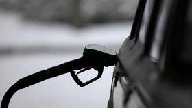 Na levný benzin od nového roku zapomeňte: Češi si na pumpách připlatí