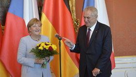 Zemana čeká perný týden. Prezident se vydá na vládu a pak letí za Merkelovou