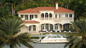 Výhody superbohatých: Jejich domy Google nezobrazuje, na mapách jsou pole