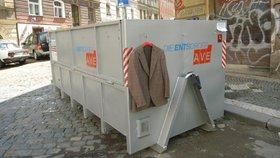 Pět tisíc kontejnerů, přes 100 mobilních sběrných dvorů. Praha si na tři roky zajistila svoz odpadu