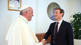 """Zuckerberg se setkal s papežem, chce """"šířit poselství a naději"""" po Facebooku"""