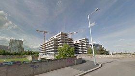 Dělníci »zbourají« most v Nových Butovicích: Nový už radnice postavit nenechá