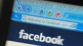 Až šest kluků znásilnilo dívku, vysílali to na Facebooku. Policie má prvního