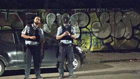 Útočník v Kodani postřelil 2 policisty a turistu, jeden z mužů bojuje o život