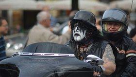 Harleyáři obsadili Prahu. Do centra přijelo na 1500 motorkářů