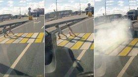 Řidič (24) smetl dvě sestřičky (5 a 6) na přechodu: Starší zemřela před zraky matky