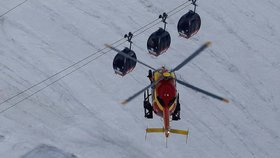Noc trávili uvězněni v kabinkách lanovky. Na Mont Blancu zachránili 33 lidí
