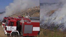 Skládku na Berounsku zachvátily odpoledne plameny, hasiči jsou stále na místě!