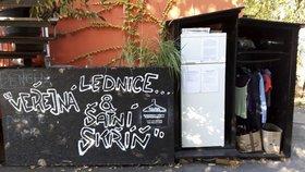 Veřejné šatní skříně Praha má už tři: Lidé sem nosí nepotřebné oblečení