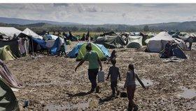 Bez bydlení je v Řecku 2500 dětských migrantů, jen dvě třetiny chodí do školy (ilustrační foto)