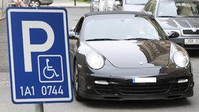 Parkoval na invalidech, policie zjistila, že jde o hledanou osobu!