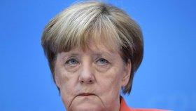 Merkelová bojuje o politické přežití. CDU dostala kvůli uprchlíkům do krize