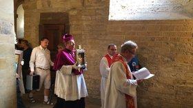 Církevní pouť uctila svatého Václava: Poutníci s sebou po kostelech nosili vzácné palladium
