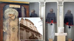 Děsivý výjev v malebném italském městečku: Kostel zdobí mrtvoly kněží!
