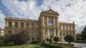 Sprejeři mají u pražského muzea volnou ruku. Návštěvníci můžou i na zakázaná místa