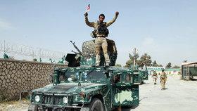 Afghánistán: Třináct mrtvých po výbuchu bomby. Útok směřoval na vojáky