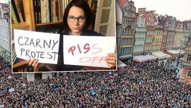 Ženy v černém bodují i za hranicemi. Právo na potrat přejí Polkám stovky Čechů