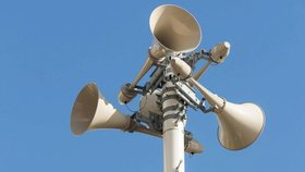 Praha testovala nový varovný systém přes SMS. Odzvoní sirénám a ampliónům?
