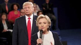 Skandály bobtnají: Clintonová i Trump mají na kontě další průšvihy