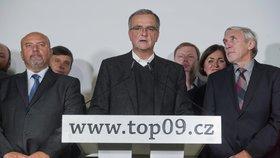 Kalousek po volebním průšvihu neví, jestli zůstat v čele TOP 09. Zeptá se strany