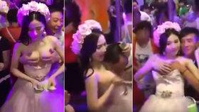 Bizarní krok sličné nevěsty: Nechala se osahávat! Aby bylo na líbánky...
