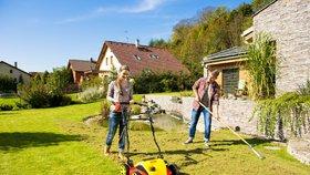 Chcete perfektní trávník? Nezapomeňte na podzimní vertikutaci