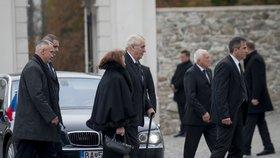 Zemanova slovenská ostuda graduje. Ovčáčkovu 3. verzi zdržení odmítli dispečeři