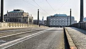 Řidiči, pozor! O víkendu uzavřou Mánesův most: Proběhnou na něm česko-německé sousedské slavnosti