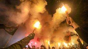 Masová demonstrace na Ukrajině. Tisíce nacionalistů pochodovaly Kyjevem