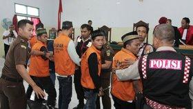 Indonésie přitvrzuje proti pedofilům. Chce je kastrovat nebo rovnou popravit