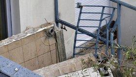 S partou studentů se utrhl balkon, pád z 9 metrů nepřežili čtyři z nich